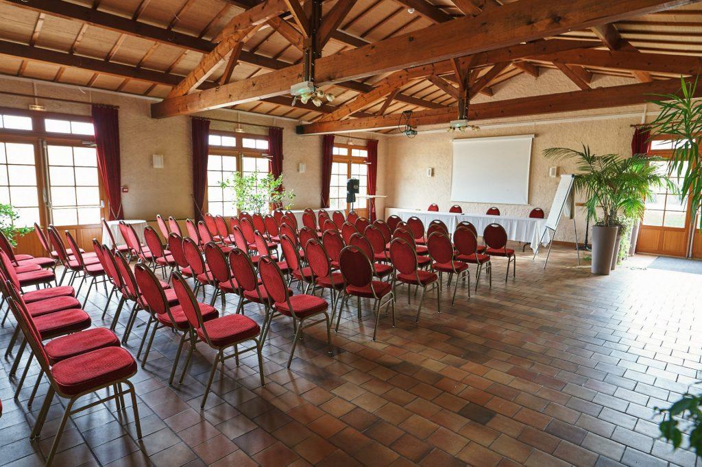 salle geormone en théatre pour réception capacitée 100 personnes
