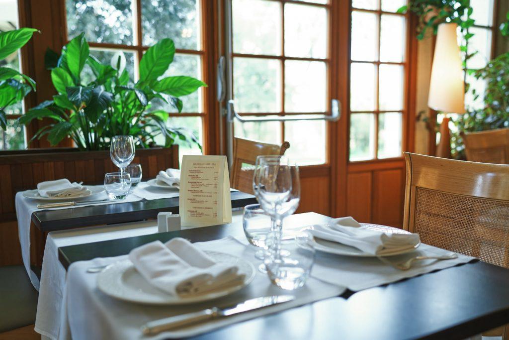 salle parc restaurant la Flambée Bergerac vue sur la terrasse