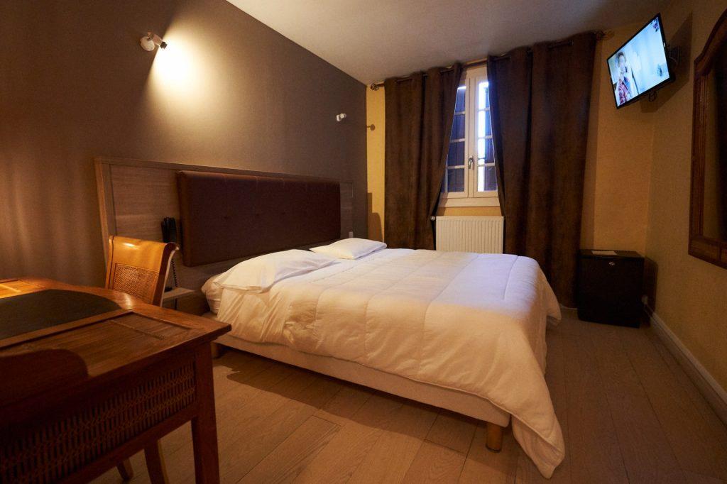 chambre 8 standard double batiment principal hôtel la flambée bergerac